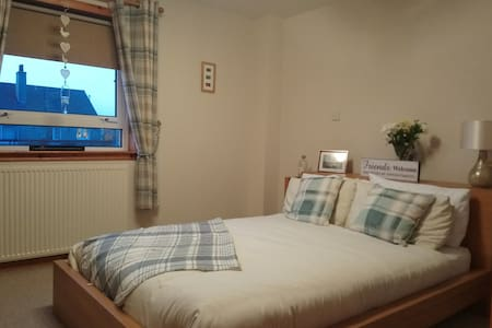 Double room with Ensuite! Clean and friendly home.