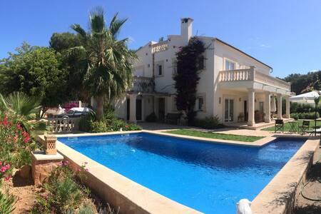 Apt. dentro de Chalet con piscina - Vallgornera - Lejlighed