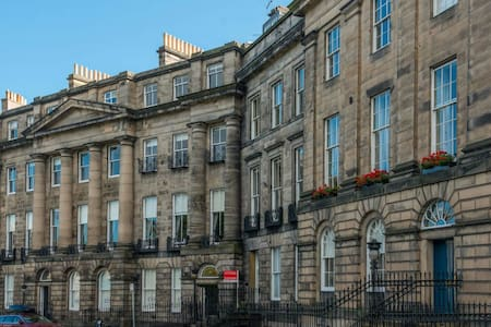 Stay in 'Scotland's grandest street'! - Edinburgh