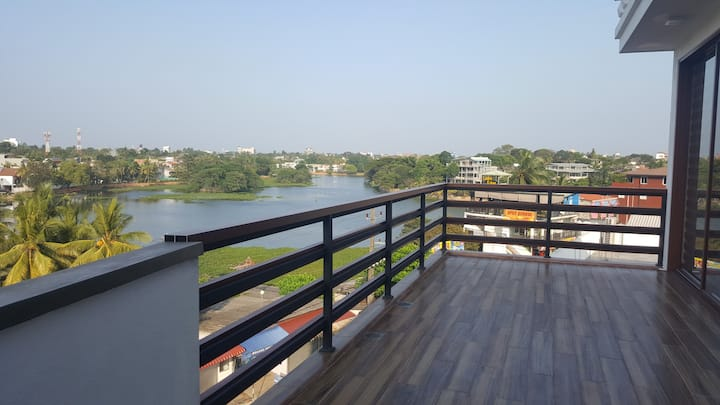 New beautiful apartment with a view of the lake
