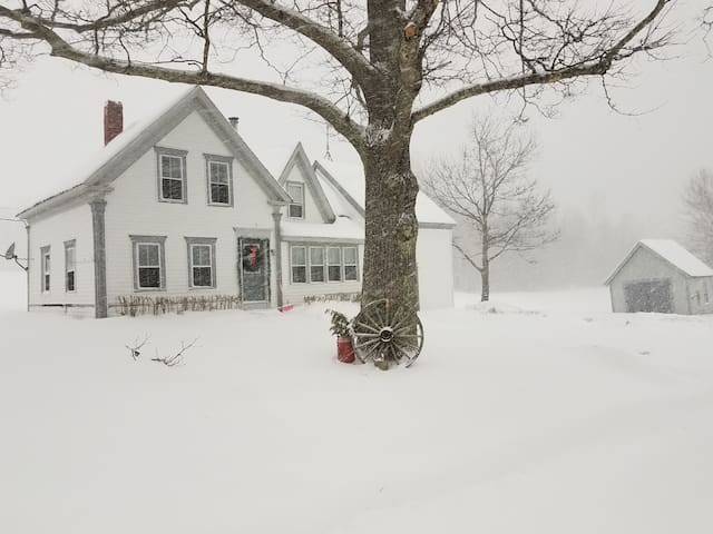 Country Cottage Connects to ITS snowmobile trails