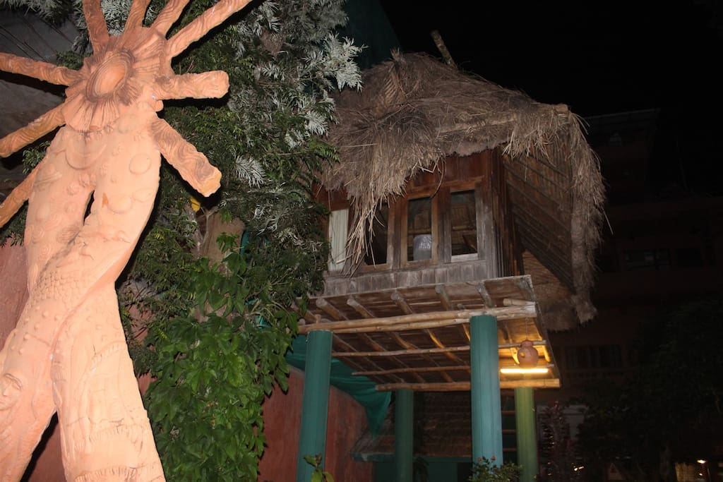 The treehouse - Night view!