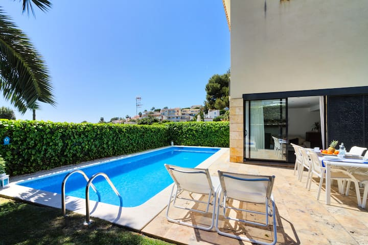 Luxury House in Sitges with Privite Pool...