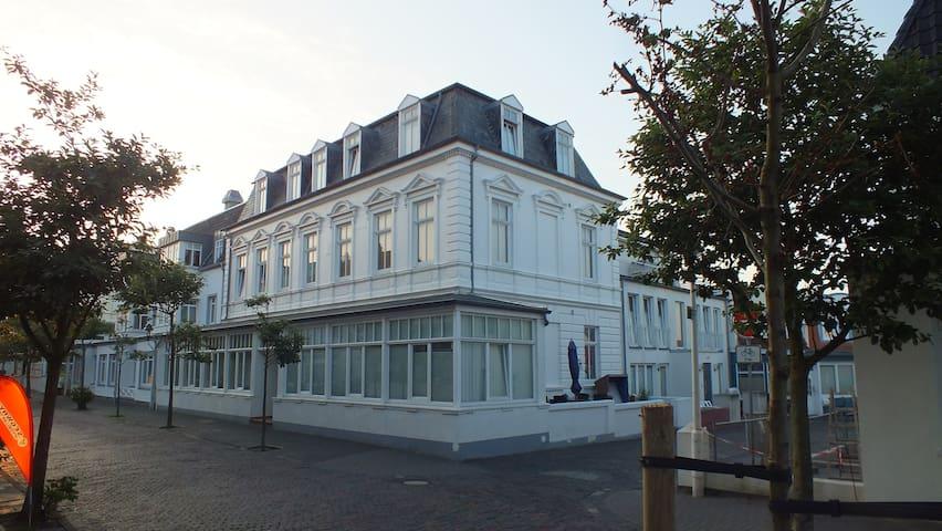 Zentrale Wohnung in der Villa Liewald mit Terrasse - Norderney - Osakehuoneisto