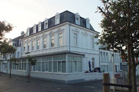 Zentrale Wohnung in der Villa Liewald mit Terrasse - Norderney - Társasház