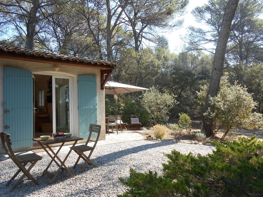 maison d 39 h tes avec piscine privee a c te d 39 aix guesthouses te huur in rognes provence alpes. Black Bedroom Furniture Sets. Home Design Ideas
