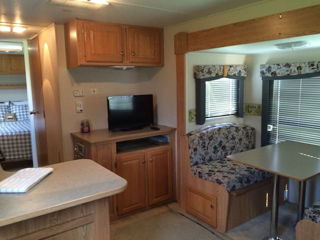 Cozy Lakeview RV by Legoland! Boats included!