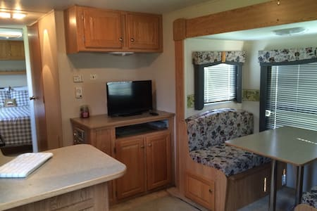 Cozy Lakeview RV by Legoland! Boats included! - Winter Haven