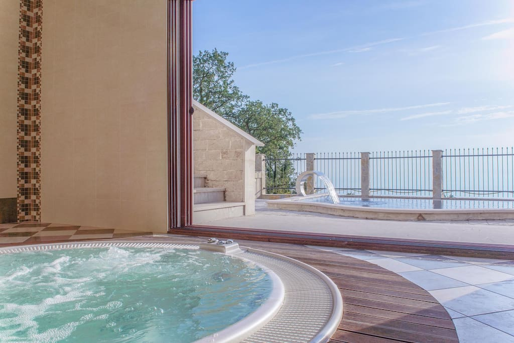 Superb Adriatic villa Sunbreeze with Pool , Jacuzzi, Sauna and amazing views