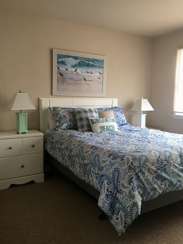 Amazing Room for Rent (in 2bd condo)-2nd flr