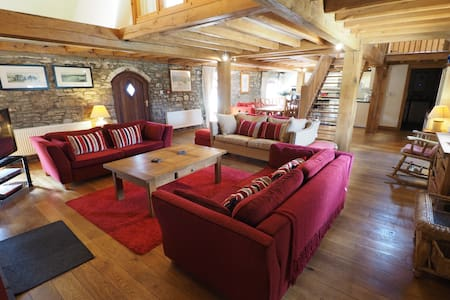 Luxury Barn conversion - Oak Barn, Crwys Farm