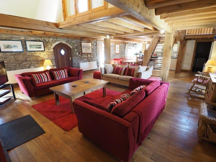 Luxury Barn conversion - Oak Barn, Crwys Farm