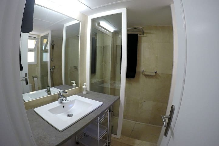 Baño/Bathroom