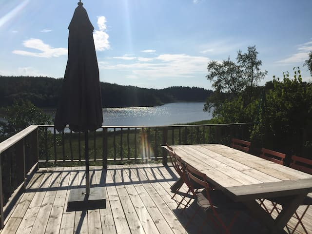 Cozy summer cottage with lake view - Nyköping N - House