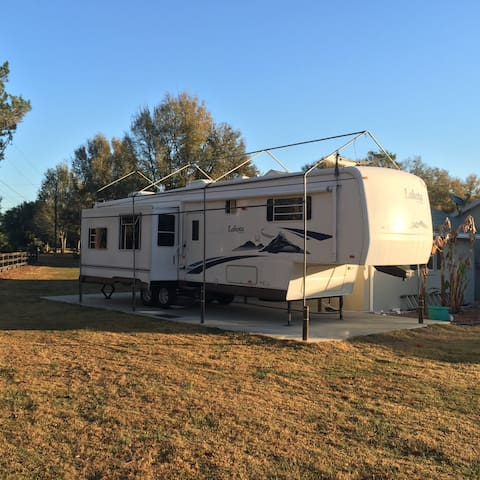 5th Wheel hideaway - Summerfield - Camper