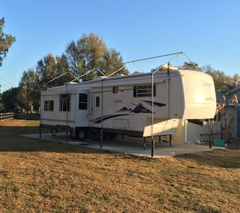 5th Wheel hideaway - Summerfield - Bobil
