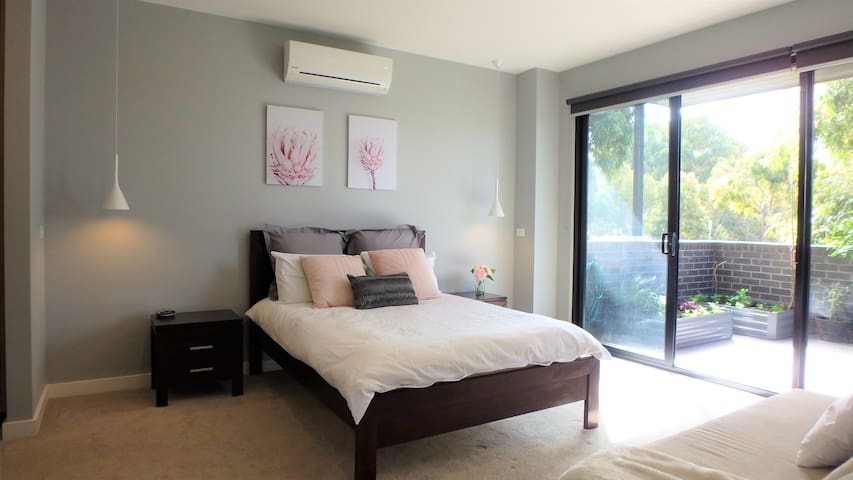 Leafy master suite ✾ Racecourse&Showgrounds nearby