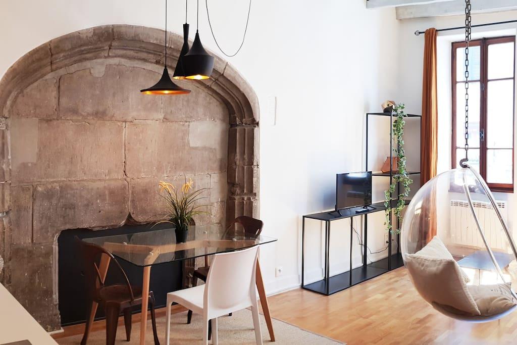 La Bubble Suite est situé dans une rue piétonne, dans la vieille d'Annecy