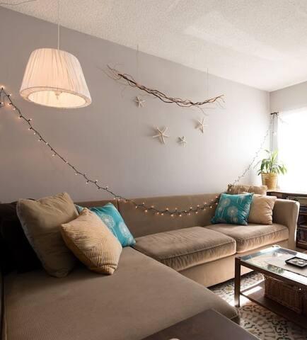 Quiet living room with security - San Leandro - Apartmen