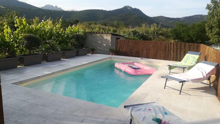 Maison en bois /piscine chauffée /proche plages