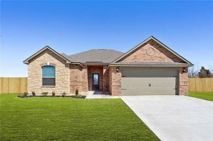 New 4 bd close to Airport, FFA, Downtown and more