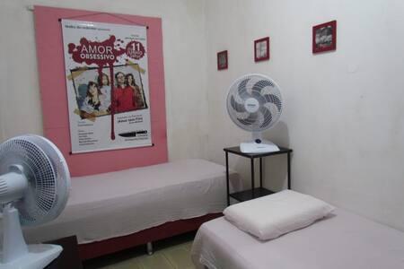 Hostel Casa Amarela-Centro histórico-QUARTO RED