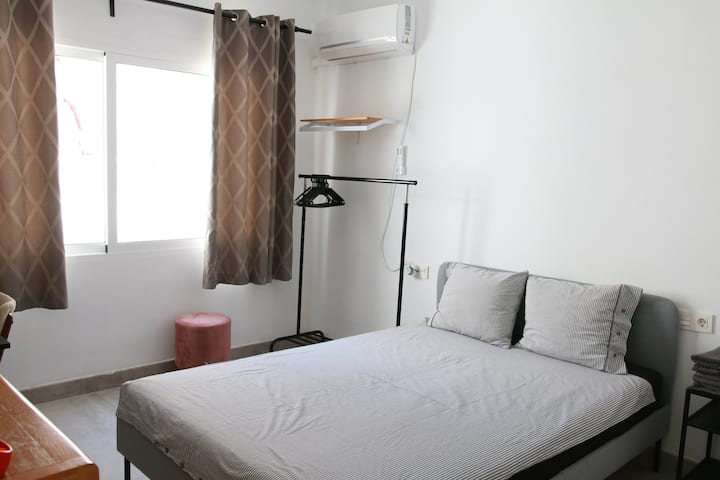 Room 3 Double Bed New AC - 5 mins to Renfe, Centre