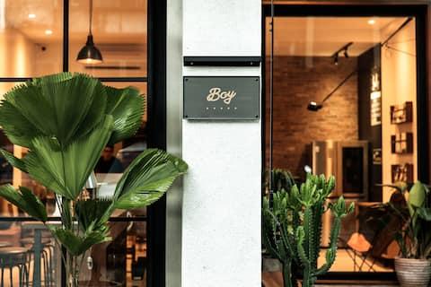 Boy apartment /Double room No.2 (附有電梯 緊鄰夜市/市區 )