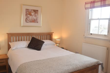The Honey House - Ensuite Double with breakfast