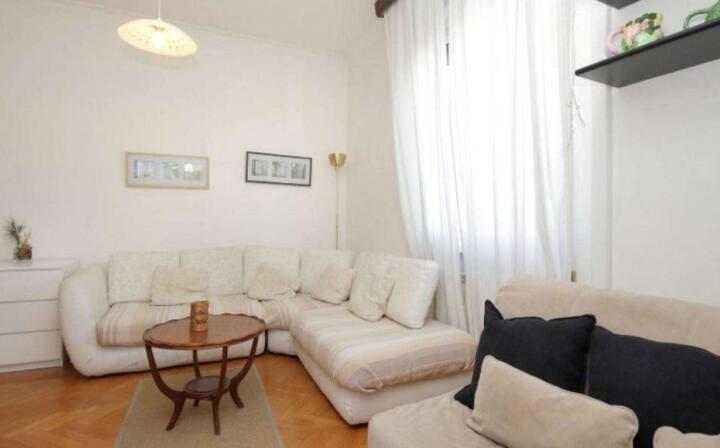 อพาร์ทเมนท์ 1 ห้องนอนที่ทันสมัย