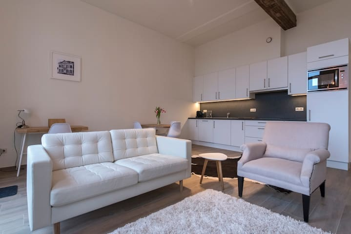 Modern apartment+garden in  17th century building - Meerhout - อพาร์ทเมนท์