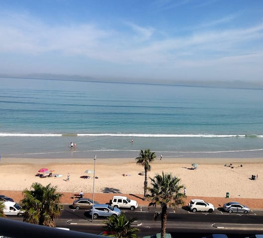 Spacious 6th floor seafront apartment