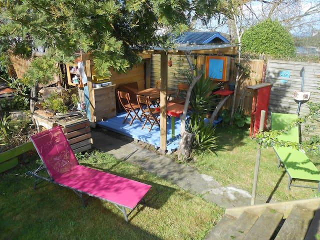 Petite maison toute en couleur - Plérin - House