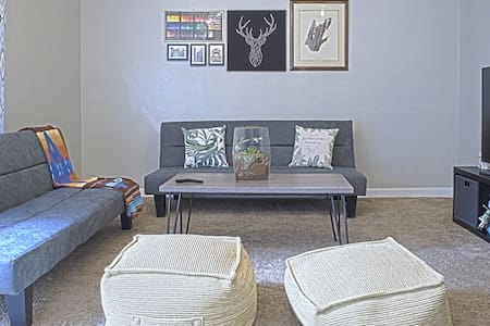 Minimalist Hygge In-Law Space (WIFI, TV, and more)