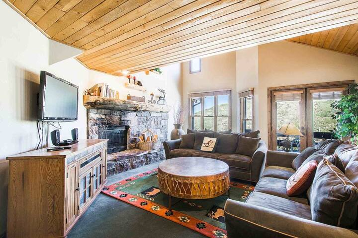 Slopeside 4BR/4BA Park City Mountain Ski Home, Walk Everywhere, Open Layout, Private Hot Tub, Garage - พาร์ค ซิตี้ - บ้าน