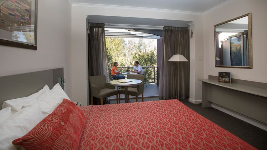 Executive King Room @ Aurora Hotel with access to Pool, Parking & Onsite Restaurant