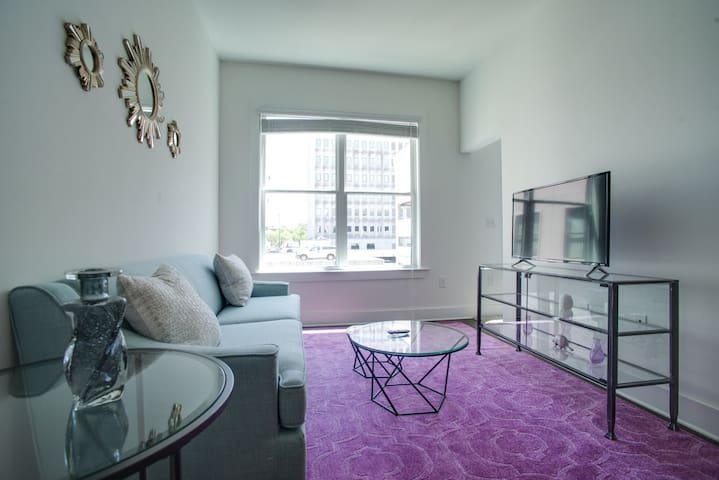 Dormigo Modern 6th Floor 1-Bedroom Steps from Centennial Park