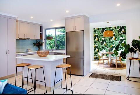 Sunshine Coast Family Home Near Beach & Cafe