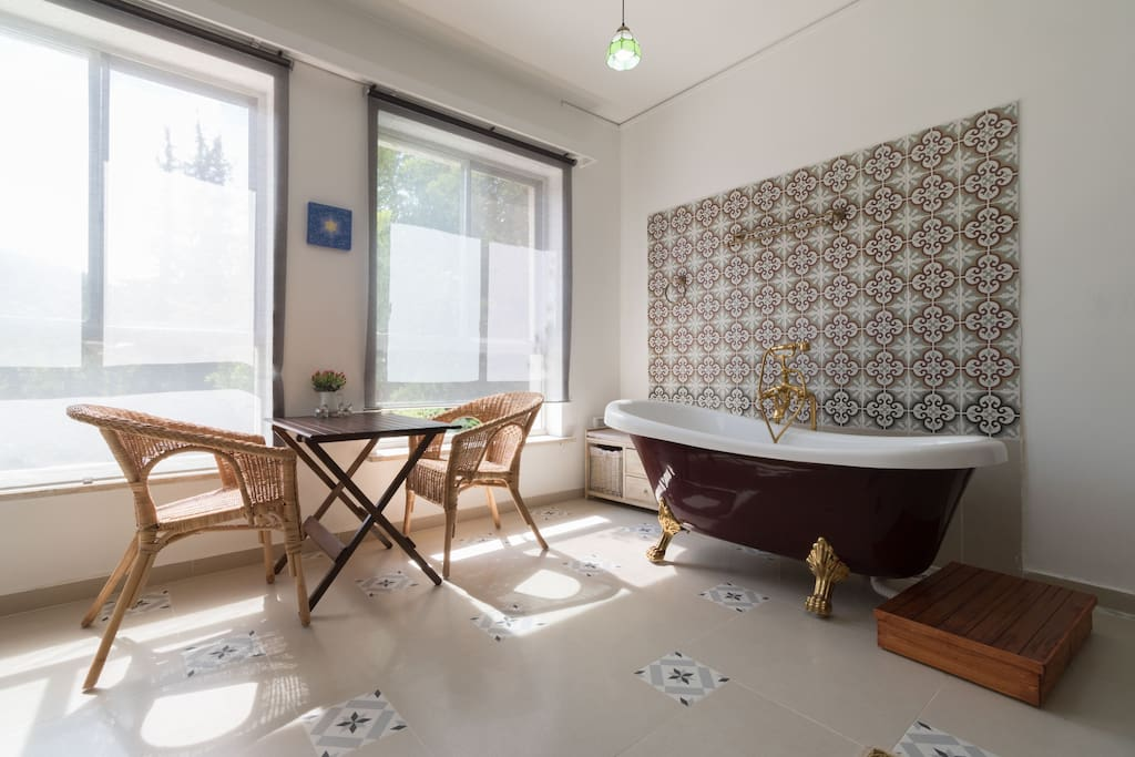 Romantic apt. bath