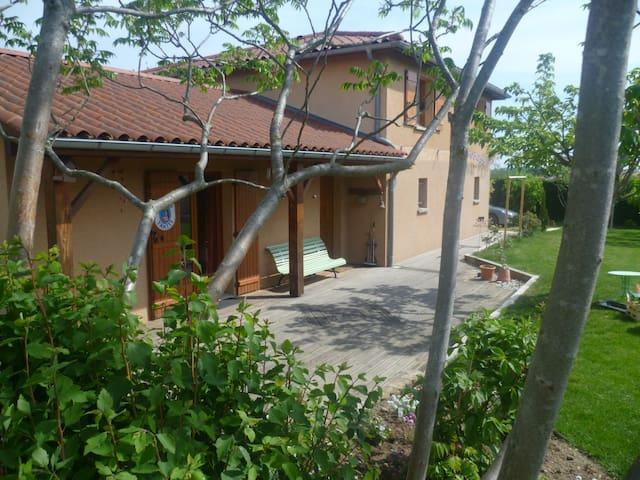 VILLA 5 PERSONNES AVEC JARDIN - Saint-Jean-de-Touslas - Villa