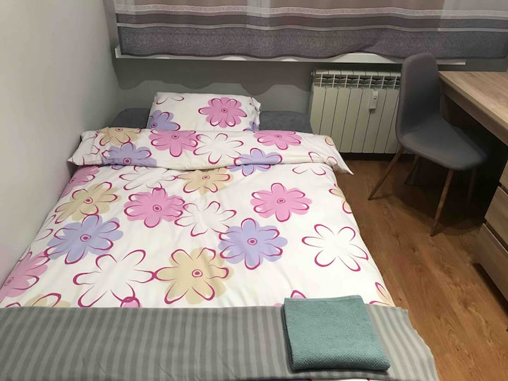 Private & cosy room close to the centre of Poznan
