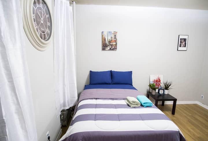 Midtown Manhattan Entire 1-Bedroom Apartment