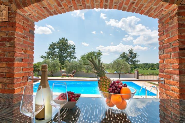 Terrace with sun loungers and terrace table / Terrasse mit Sonnenliegen und Terrassentisch