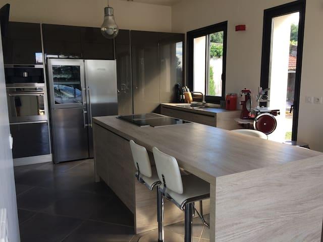 Grande maison moderne dans les Yvelines - Épône - House
