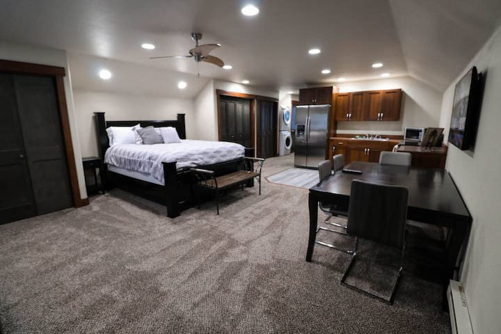 Cozy Private McCall Downtown Remodeled Studio