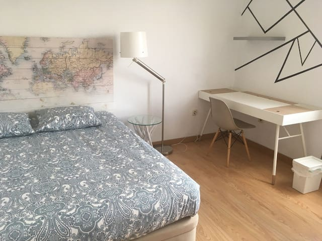 Bright and cosy room near Feria de Madrid.