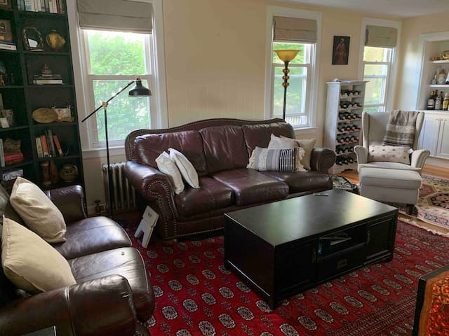 2-Br Bargain - 2 Private Rooms in Shared Townhome