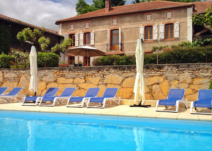Pyrenees Bed and Breakfast, mountain views, pool
