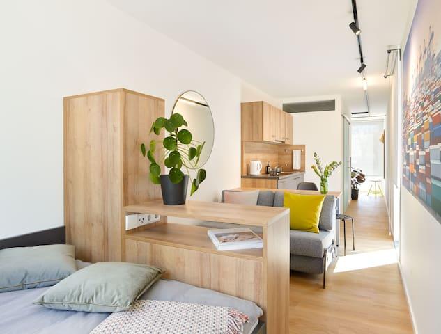 Die individuelle einstellbare Fußbodenheizung sorgt für das Wohlfühlklima  The individually adjustable underfloor heating ensures a comfortable climate