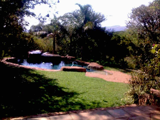 Bushveld Manor - room 1 (en suite, private entry)